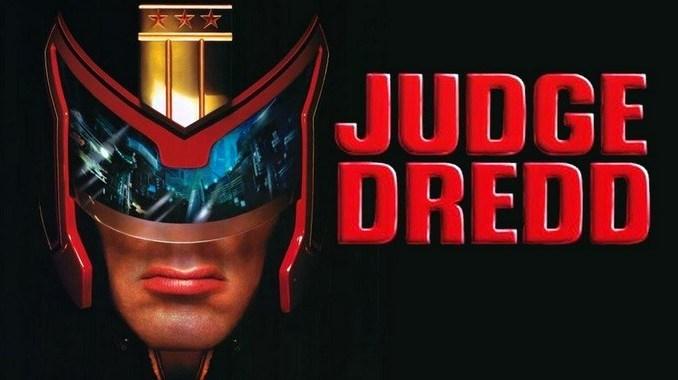 Judege Dredd. Producida por Hollywood Pictures Cinergi Pictures Entertainment Edward R. Pressman Film Corporation