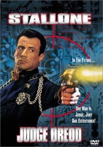Judge Dredd. Producida por Hollywood Pictures Cinergi Pictures Entertainment Edward R. Pressman Film Corporation